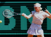 Wimbledon champ Jana Novotna dies at 49 after cancer battle
