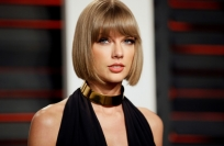 Reuters Video: Taylor Swift creates 'Blank Space' on social media