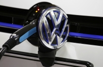 Reuters Video: VW heats up electric cars race