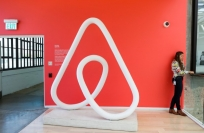 Reuters Video: Airbnb woos high-end travellers