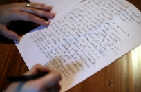 Reuters Video: Can buy me love: Italian lovers turn to love letters ghostwriter