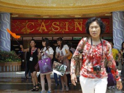 疫情重创狮城旅游业!圣淘沙名胜世界裁退约2000人