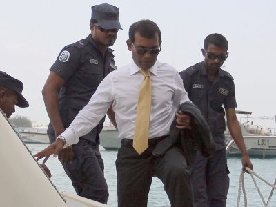 Bomb attack on former Maldives president linked to Islamic extremists, police say