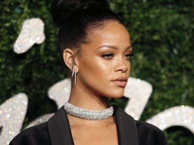Rihanna apologises to Muslims for using Islamic hadith in raunchy lingerie fashion show