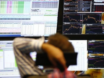US stocks slip, dollar has worst week in almost two months