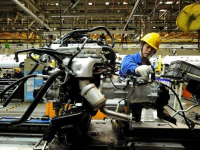 Official PMI: China's factory activity expands at a slower pace in July