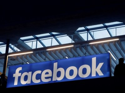 Facebook says working on smartwatch
