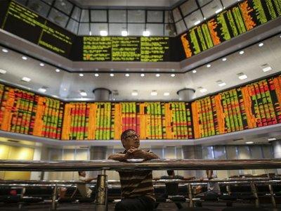 Bursa Malaysia turns mixed at mid-morning, CI up 0.73pc