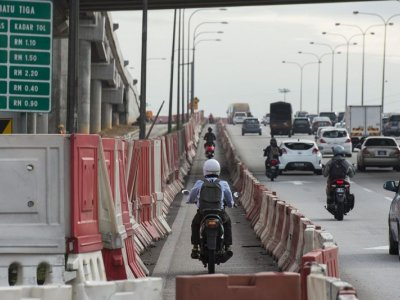 Police say it again: Don't cycle on highways in Malaysia or you risk being fined
