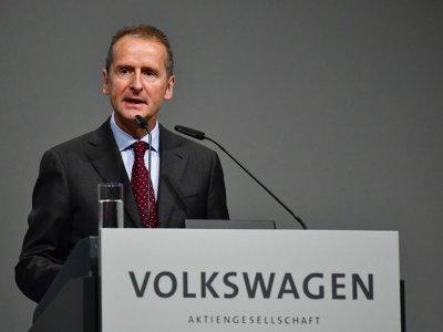 Volkswagen CEO: Smart cars, not e-cars, are 'gamechanger'