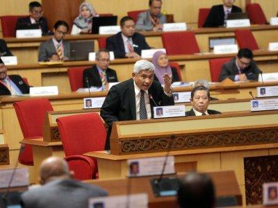 Follow Standing Orders or I'll bin your motions, says Perak new speaker