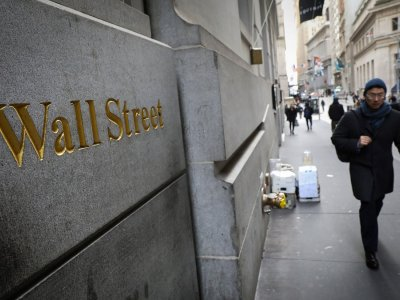 Wall Street mixed as vaccine hopes collide with poor jobs data
