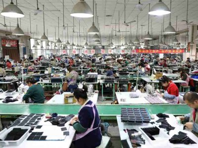 China's manufacturing recovery masks strains on smaller factories, export uncertainty