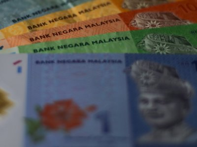 Ringgit extends downtrend against US dollar at opening