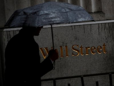 US stocks retreat from records after lacklustre jobs data