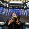 Tech retakes market lead as investors eye yields, earnings