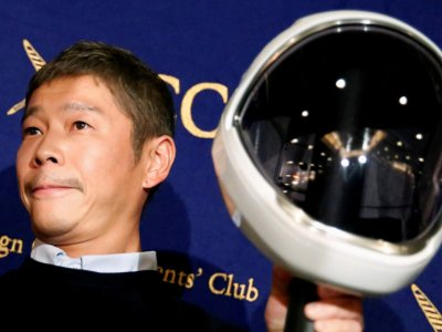 Japanese billionaire offers space seats to Moon