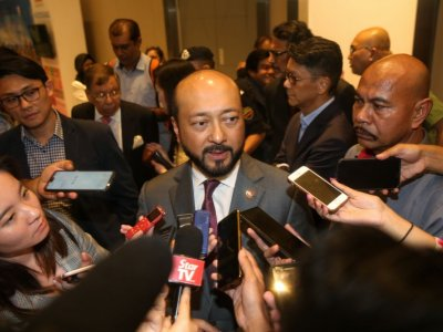 After opposition to Budget 2021 evaporates, Mukhriz says better to die standing than live on one's knees