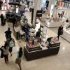 US retail sales flat, inflation fears on the rise