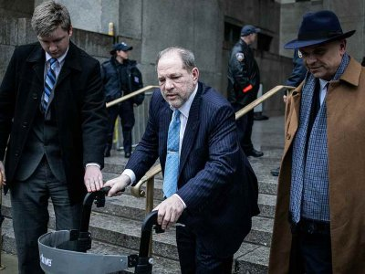 Harvey Weinstein bid to dismiss two sex charges fails