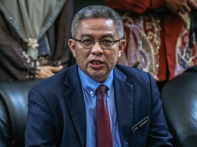 Health minister: MOH to identify causes behind slow Covid-19 vaccine registration