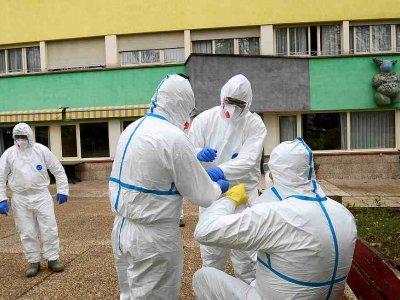 Spain to cut coronavirus quarantine to 10 from 14 days, SER radio says