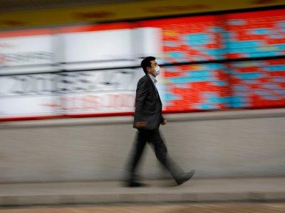 Asian stocks struggle to build on Wall Street gains, US dollar rises