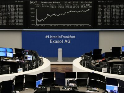 European stocks narrowly mixed at open