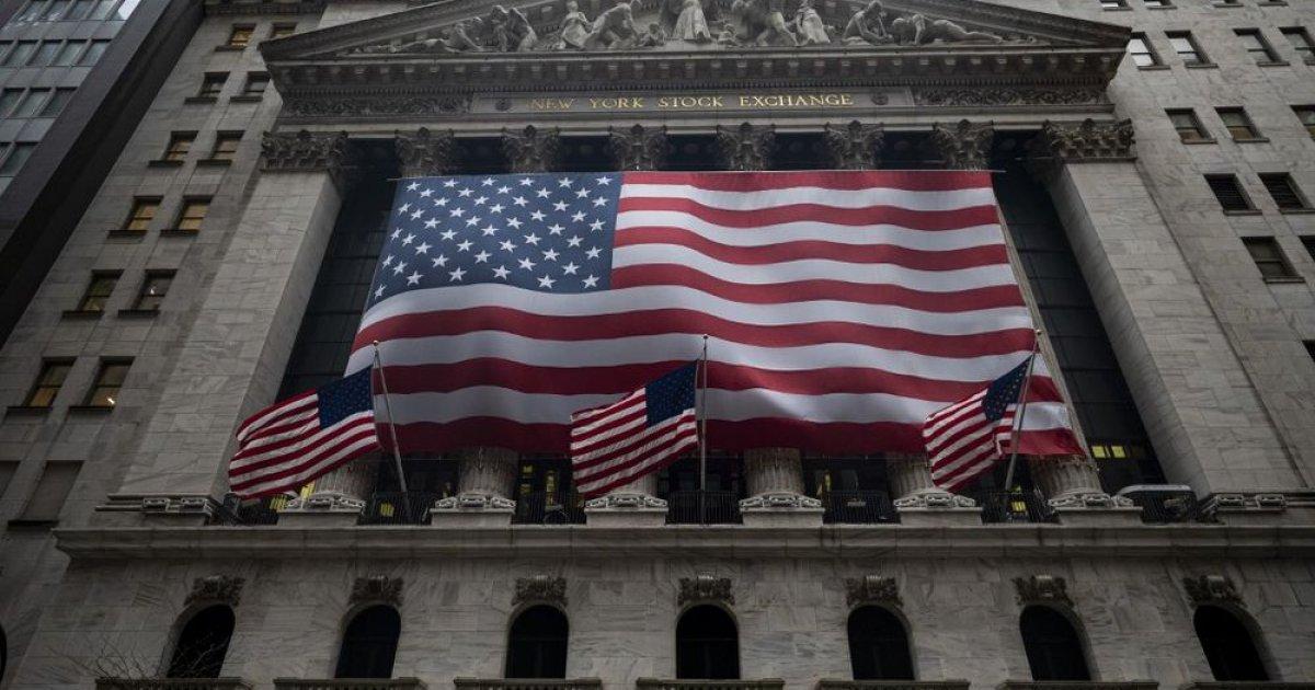 US stocks retreat from records, Amazon sinks drugstore shares thumbnail