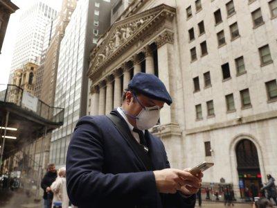 Nasdaq, S&P 500 edge higher on Amazon boost; Dow under pressure