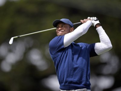 Recovering Woods 'touched' by show of support from fellow golfers