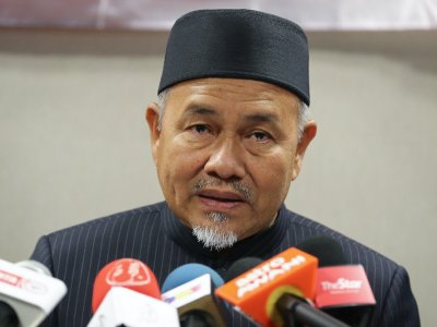 PAS challenges Anwar to name MPs allegedly backing him