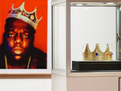 Biggie's crown sells for US$595,000 at hip hop auction
