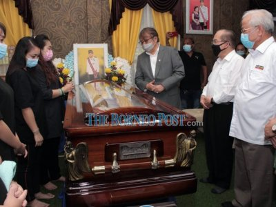 Sarawak CM pays last respects to the late Bayoi
