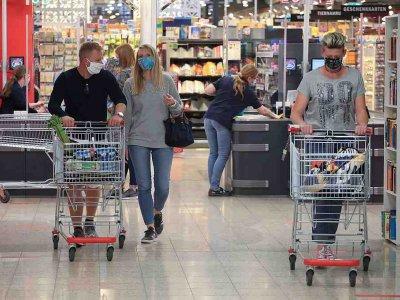 German consumer confidence ticks up despite virus fears