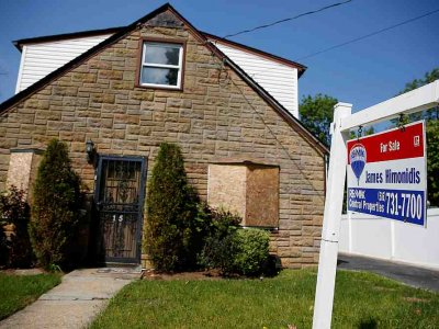 US existing home sales approach 14-year high, prices scale record peak