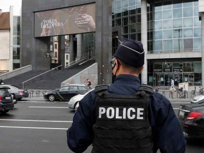 Man held on terror charges after two wounded in Paris cleaver attack