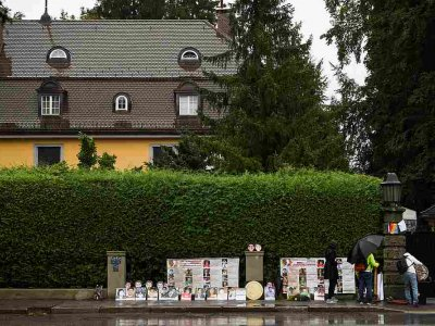 Thai activists protest in front of king's German villa