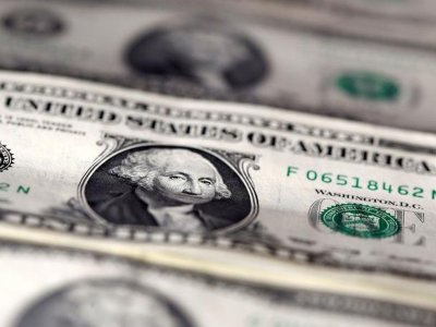 US dollar holds gains as virus woes hurt euro and sterling