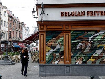 欧洲疫情狂飙!比利时实施宵禁关餐厅酒吧一个月