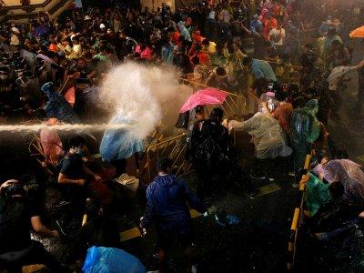 无惧警方镇压!泰国学运号召今再上街