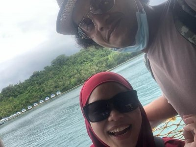 Malaysian comedian Atu and wife distribute PPEs to frontliners in Sabah as Covid-19 cases increase (VIDEO)