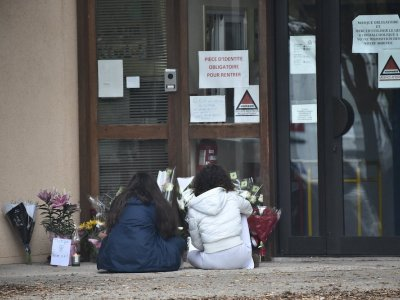 Pupils pointed French teacher out to killer 'for €300-350'