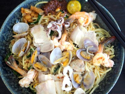 CMCO food takeaway: Missing Singapore? You can get your fried Hokkien prawn mee fix at this PJ Section 17 restaurant
