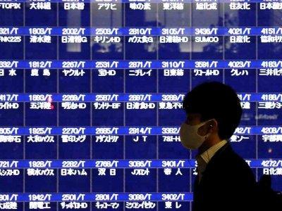 Asian shares steady, dollar weak as traders await earnings