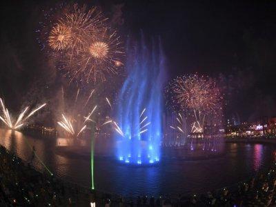 又破世界纪录! 迪拜棕榈岛最大音乐喷泉开幕