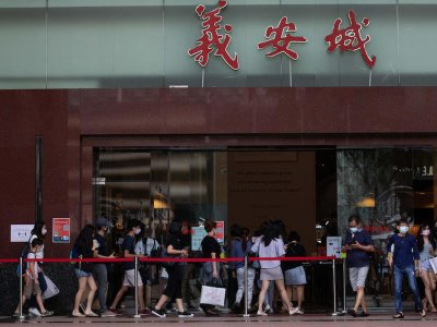 Black Friday sale on Singapore's Orchard Rd: Shoppers better at grabbing deals than keeping safe distance