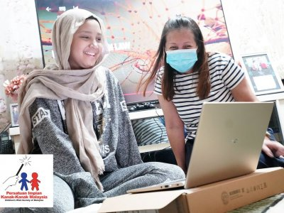 Laptops come true for two ill Malaysian girls