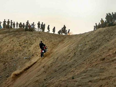 Dirt bikes, jeeps tear up Gaza cliff