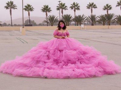 "Instagram user creates fairytale-like ""social distancing dress"" with six-feet radius (VIDEO)"